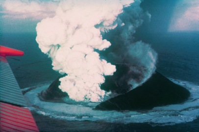surtsey_eruption_1963_wikimedia